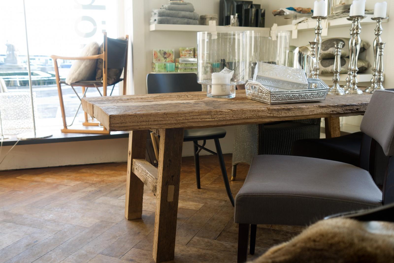 Tisch «Wabi» aus Altholz