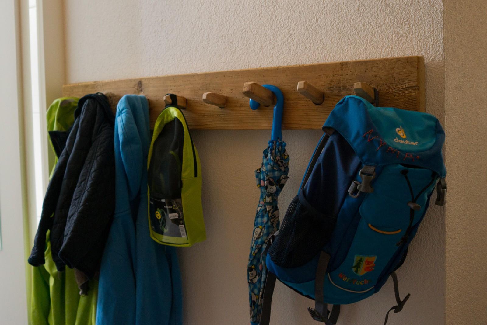 Kinderkleiderhaken aus Altholz
