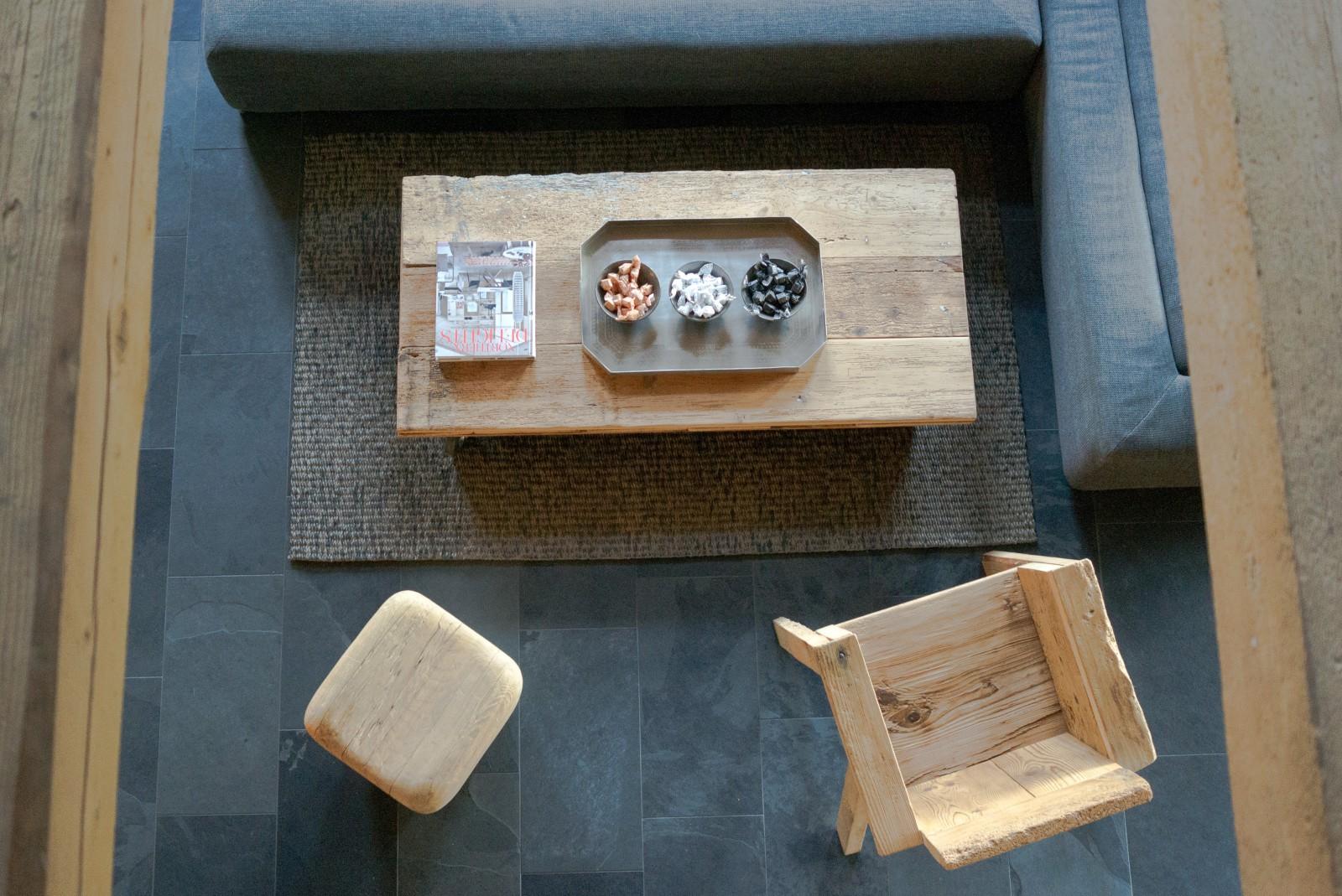 Clubtisch aus Altholz