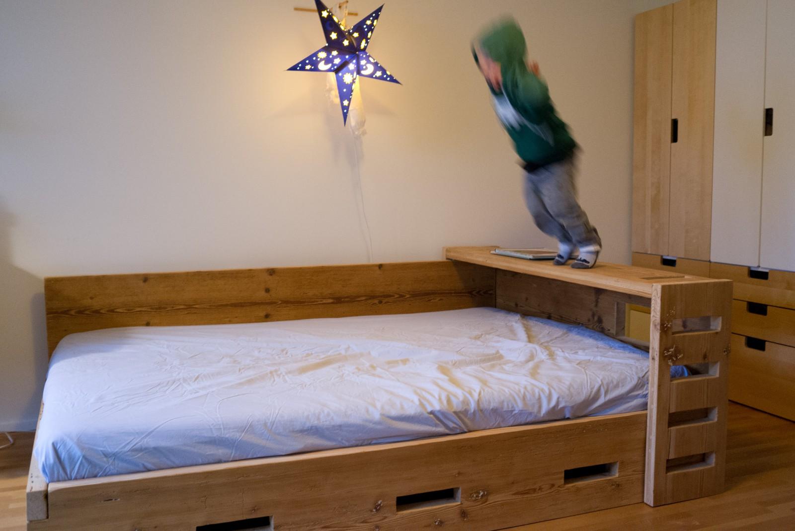 manum m bel aus altholz kinderbett aus altholz. Black Bedroom Furniture Sets. Home Design Ideas