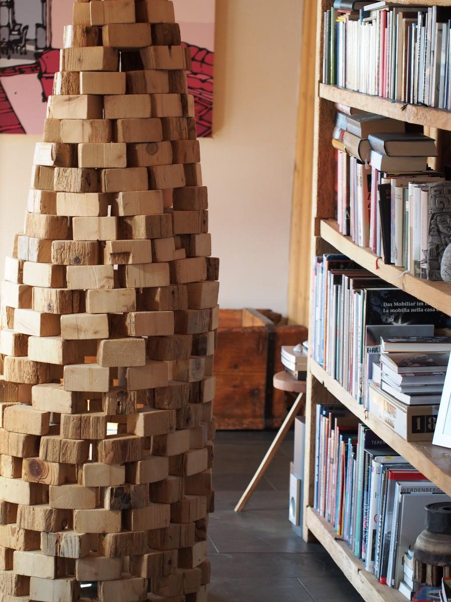 Holzklotzturm aus Altholz