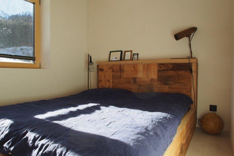 Bett «Glüna» aus Altholz