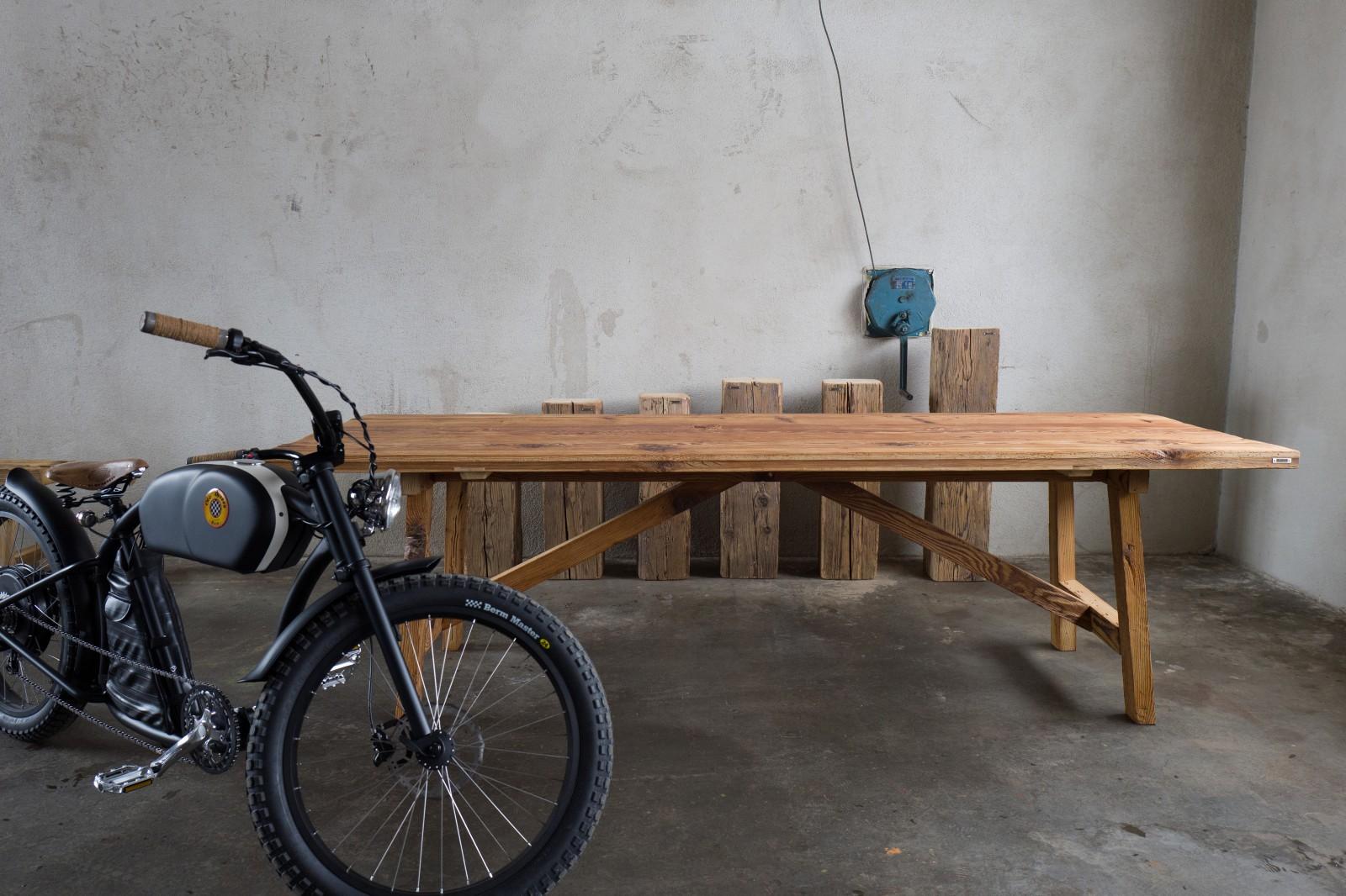Tisch «Vinval» aus Altholz