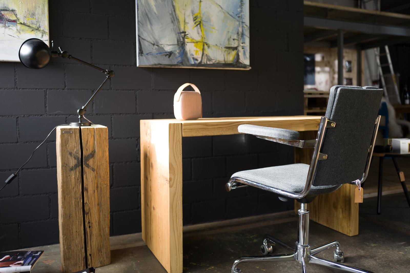 Kleines «Büro» aus Altholz