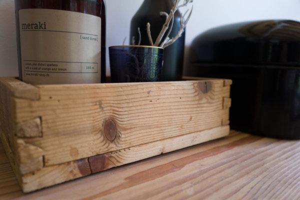 Kistli aus Altholz mit Schwalbenschwanzverbindung