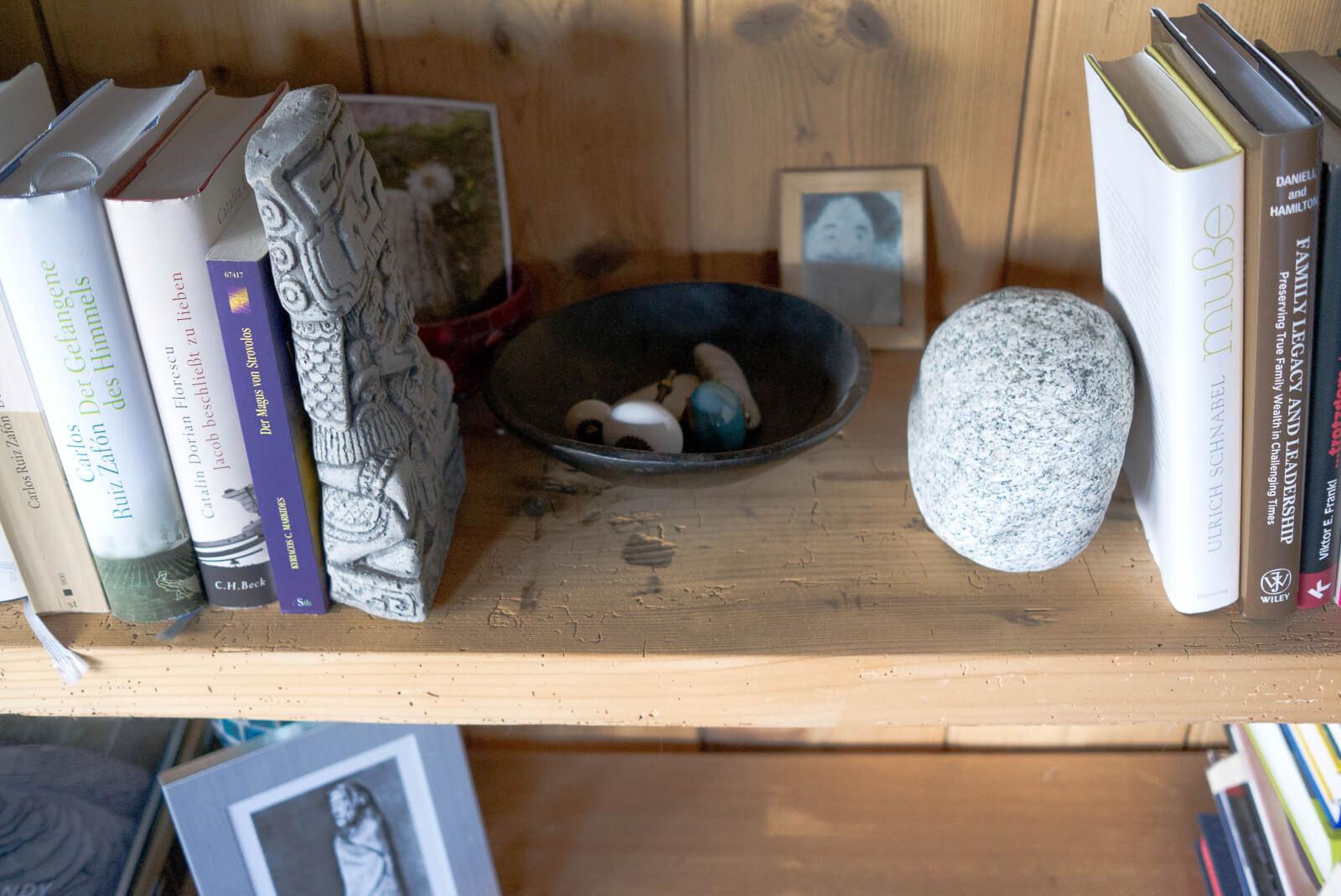 Bücherwand aus Altholz 2