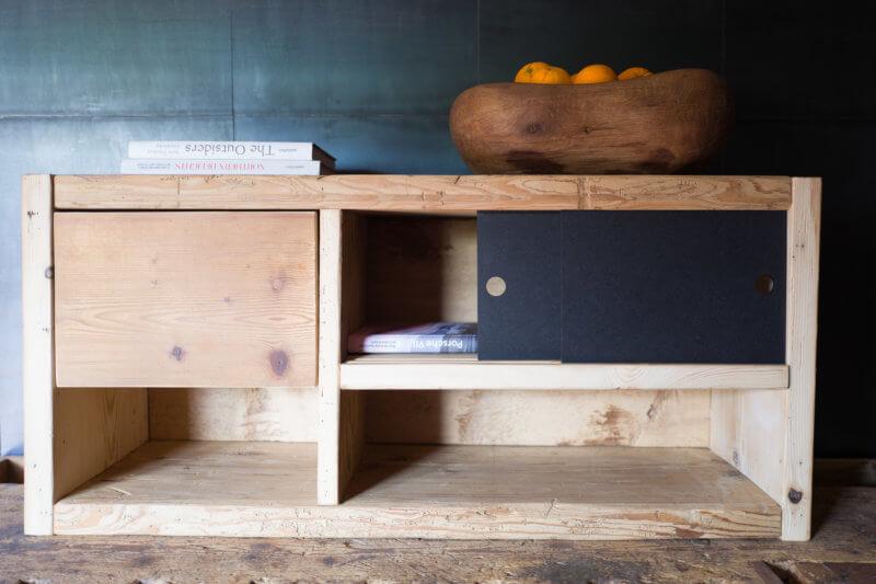 Tv-Möbel/Kleines Sideboard aus Altholz